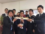 営業スタッフの宮地君の誕生日を御祝いしました。